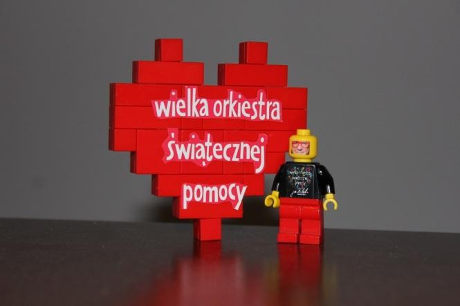 Niepowtarzalna figurka Jurka Owsiaka i serduszko z klocków LEGO 1