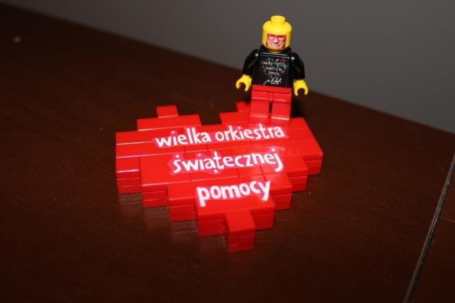 Niepowtarzalna figurka Jurka Owsiaka i serduszko z klocków LEGO 2